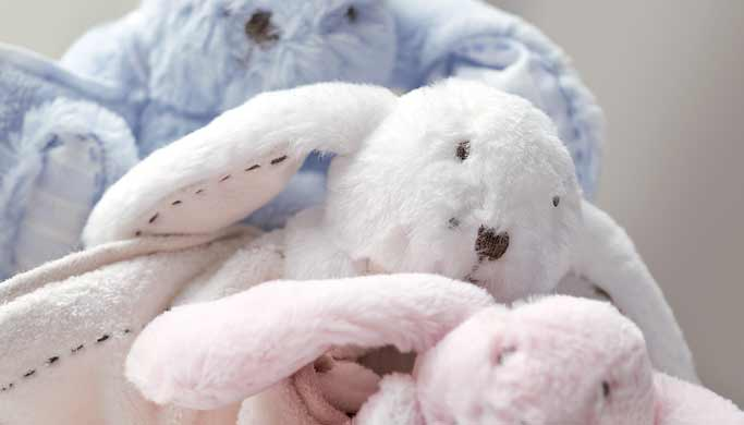 ambiance-chambre-bebe-peluches-augustin-le-lapin-tartine-et-chocolat