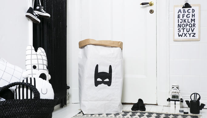 ambiance-chambre-enfant-rangement-sac-papier-superhero-tellkiddo