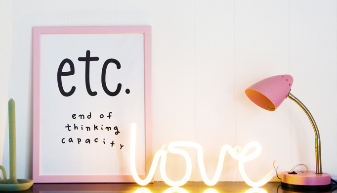 ambiance-enfant-neon-love-a-little-lovely-company