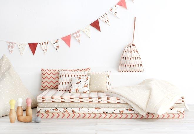 matelas sur le sol au ras du sol avec ses petites fentres elle reproduit les ambiances zen du. Black Bedroom Furniture Sets. Home Design Ideas